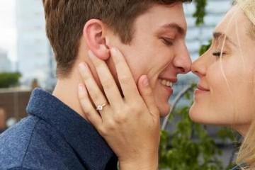 真爱无需更多言语,一枚Blue Nile钻戒就够了